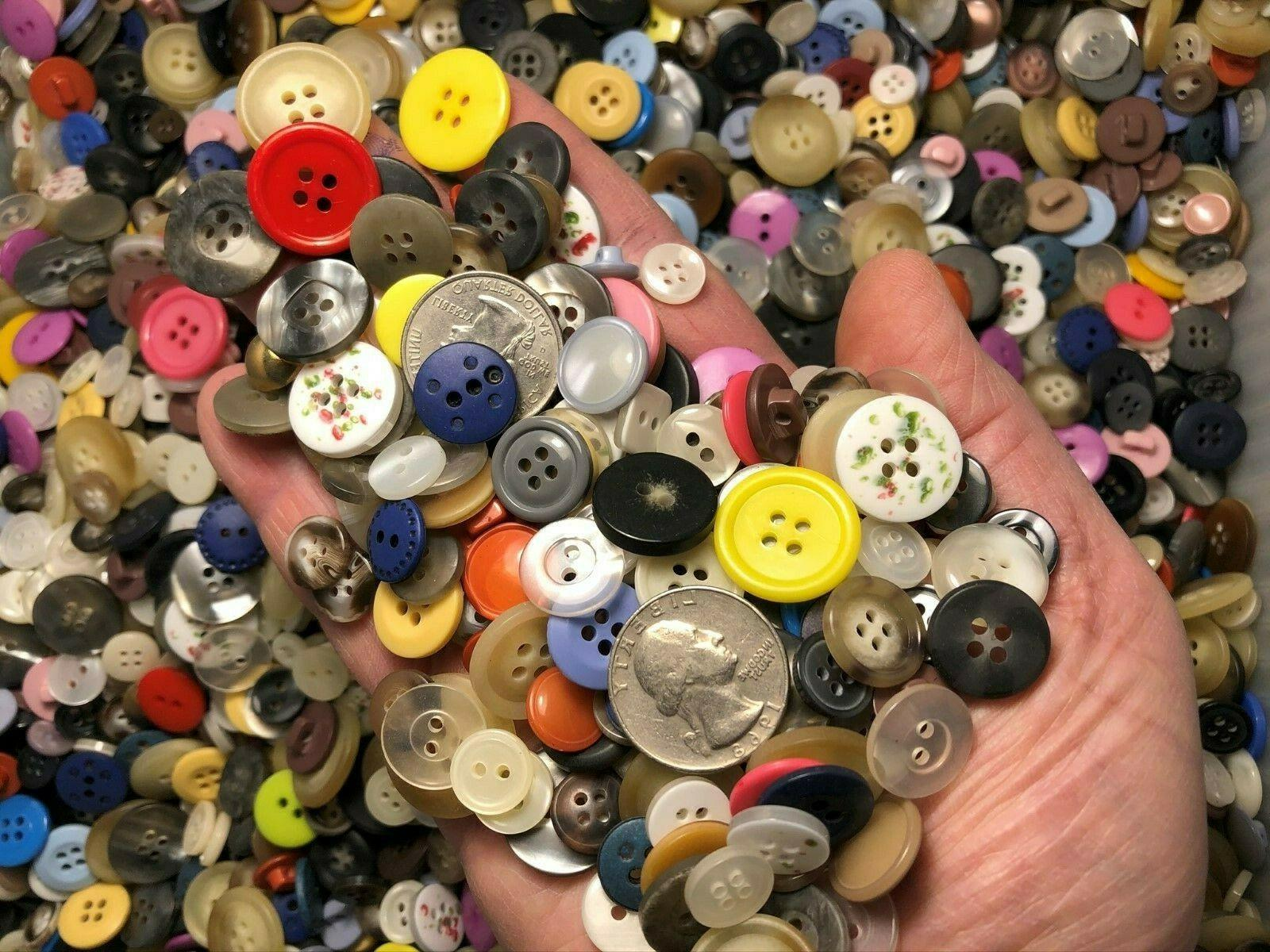 new lots of 100 buttons assorted mixed