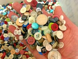 New lots of 100 Buttons assorted mixed color and sizes bulk