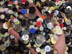 New lots of 200 Buttons assorted mixed color and sizes bulk